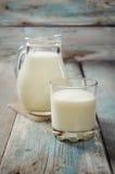 Brocca di latte immagine stock
