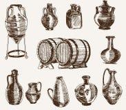 Brocche e due barilotti di vino Fotografie Stock Libere da Diritti