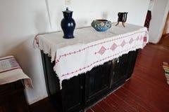 Brocche e vasi antichi sull'apprettatrice Immagine Stock