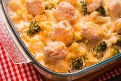Broccoli al forno e cavolfiore con formaggio Fotografia Stock