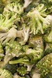 Broccoli congelati spanti uniformemente fuori fotografia stock