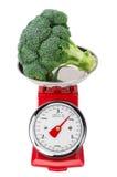 Broccoli crudi freschi sulle scale Isolato su priorità bassa bianca Fotografie Stock Libere da Diritti