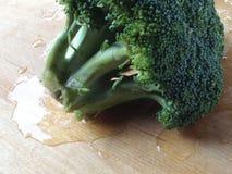 Broccoli on a cutting board Royalty Free Stock Photos