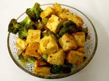 Broccoli e frittura di scalpore di Paneer immagine stock