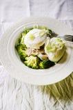 Broccoli e uovo affogato Fotografie Stock