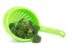 Broccoli in een vergiet  royalty-vrije stock foto's