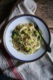 Broccoli en citroenspaghetti met capsuleermachines Royalty-vrije Stock Afbeelding
