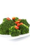 Broccoli frais garni avec le poivron rouge Image stock