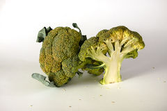 Broccoli freschi con le foglie Immagini Stock