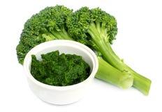 Broccoli freschi con pasta a terra Immagini Stock