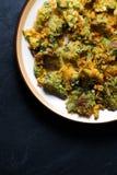 Broccoli fritti della tempura su un piatto ceramico Cucina asiatica Fotografia Stock