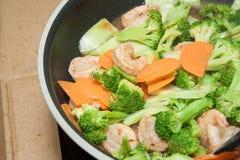 Broccoli fritti scalpore con gamberetto Fotografia Stock Libera da Diritti