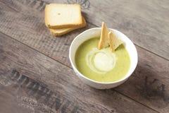 broccoli lagar mat med grädde soup royaltyfria foton