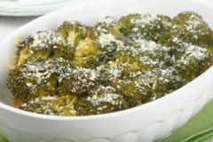 Broccoli met kaas worden gebakken die Stock Foto's