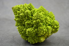 Broccoli på en tabell Royaltyfria Foton