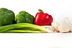 Broccoli, paprika rouge, oignons verts. Photographie stock libre de droits