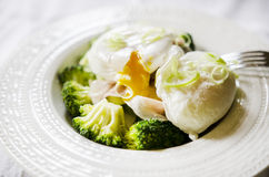 Broccoli and poached egg Stock Photography
