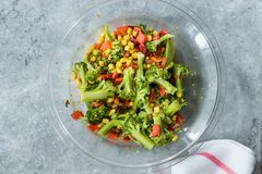 Free Broccoli Salad With Red Pepper And Corn In Glass Bowl Royalty Free Stock Images - 157511969