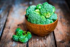 Broccoli su fondo di legno rustico Immagine Stock Libera da Diritti