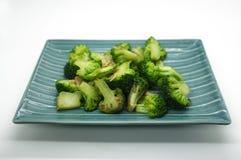Broccoli sul piatto immagini stock