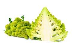 Broccoli tagliati a metà, entrambi i lati di Romanesco Immagini Stock Libere da Diritti
