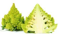 Broccoli tagliati a metà, entrambi i lati di Romanesco Fotografia Stock