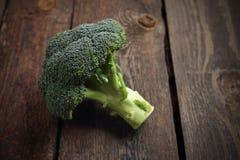broccoli Verse groene broccoli op een Houten Achtergrond stock afbeelding