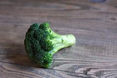Broccolibloem op Houten Lijst Stock Afbeeldingen