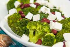 Broccolisalladnärbild Arkivfoton