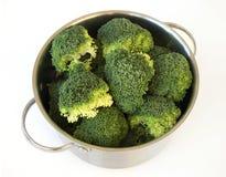 Broccolli en un pote del acero inoxidable Foto de archivo libre de regalías