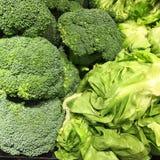 Broccolli och grönsallat arkivbild