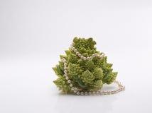 Broccolo di Romanesco con le perle Immagini Stock Libere da Diritti