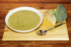 Broccolo e minestra casalinghi di Stilton Fotografia Stock Libera da Diritti