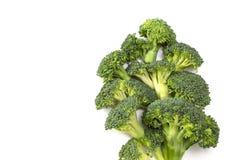 Broccolo fresco isolato su priorità bassa bianca immagini stock libere da diritti