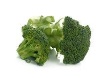 Broccolo fresco isolato su una priorità bassa bianca Fotografia Stock