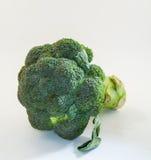 Broccolo su priorità bassa bianca Immagine Stock
