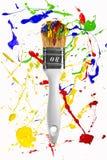 Brocha blanca en fondo colorido Imágenes de archivo libres de regalías