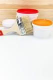 Brocha con las latas de la pintura Imagen de archivo