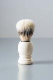 Brocha de afeitar aislada en fondo gris Imágenes de archivo libres de regalías