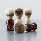 Brocha de afeitar aislada en fondo gris Imagen de archivo libre de regalías