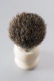 Brocha de afeitar aislada en fondo gris Imagen de archivo