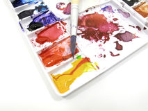 Brocha en la gama de colores del arte con gotas Foto de archivo libre de regalías