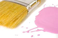 Brocha y pintura rosada imágenes de archivo libres de regalías
