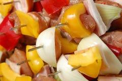 Broche crue de barbecue prête pour la cuisson Images stock