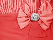 Broche de bijoux avec le fond de satin et de soie Photo stock