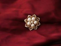 Broche de la perla Fotografía de archivo libre de regalías