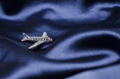 Broche de los aviones en la seda imágenes de archivo libres de regalías