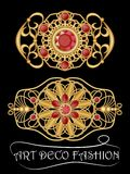 Broche del art déco con las gemas, el rubí o el granate rojo, joya antigua afiligranada de oro Trabajo magnífico del orfebre, joy Fotos de archivo libres de regalías