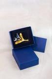 Broche del oro con los diamantes Foto de archivo libre de regalías