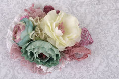 Broche hecha de las flores de seda Fotografía de archivo libre de regalías